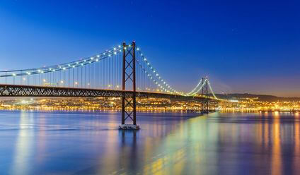 Discover Lisbon in your high quality Sixt rental car
